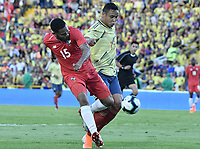 BOGOTA - COLOMBIA, 03-06-2019: Luis Muriel jugador de Colombia disputa el balón con Eric Davis jugador de Panamá durante partido amistoso entre Colombia y Panamá jugado en el estadio El Campín en Bogotá, Colombia. / Luis Muriel player of Colombia fights the ball with Eric Davis player of Panama during a friendly match between Colombia and Panama played at Estadio El Campin in Bogota, Colombia. Photo: VizzorImage/ Gabriel Aponte / Staff