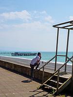 Strand und Anleger von Kobuleti, Adscharien - Atschara, Georgien, Europa<br /> beach and jetty, Kabuleti,  Adjara,  Georgia, Europe
