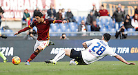 Calcio, Serie A: Roma vs Atalanta. Roma, stadio Olimpico, 29 novembre 2015.<br /> Roma's Iago Falque, center, is challenged by Atalanta's Davide Brivio during the Italian Serie A football match between Roma and Atalanta at Rome's Olympic stadium, 29 November 2015.<br /> UPDATE IMAGES PRESS/Isabella Bonotto