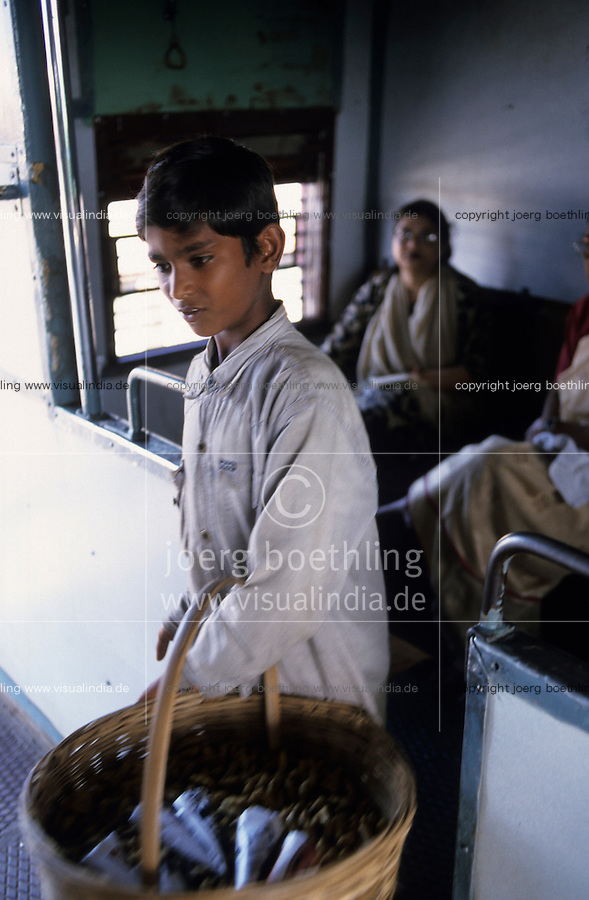 "S?dasien Asien Indien IND Bombay , Srassenjunge Ranjit verkauft Erdnuesse in S-Bahn Zuegen und auf dem Bahnhof  - Kinder Strassenkinder Armut xagndaz | .South Asia India Mumbai Bombay , street child Ranjit sells peanuts in city trains and at railway station - poverty children .| [ copyright (c) Joerg Boethling / agenda , Veroeffentlichung nur gegen Honorar und Belegexemplar an / publication only with royalties and copy to:  agenda PG   Rothestr. 66   Germany D-22765 Hamburg   ph. ++49 40 391 907 14   e-mail: boethling@agenda-fototext.de   www.agenda-fototext.de   Bank: Hamburger Sparkasse  BLZ 200 505 50  Kto. 1281 120 178   IBAN: DE96 2005 0550 1281 1201 78   BIC: ""HASPDEHH"" ,  WEITERE MOTIVE ZU DIESEM THEMA SIND VORHANDEN!! MORE PICTURES ON THIS SUBJECT AVAILABLE!! INDIA PHOTO ARCHIVE: http://www.visualindia.net ] [#0,26,121#]"