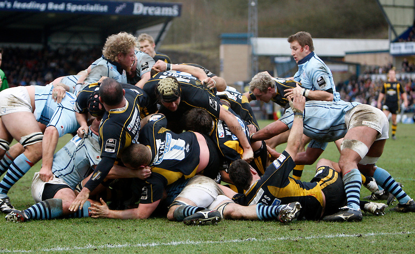 Photo: Richard Lane/Richard Lane Photography. .London Wasps v Bristol Rugby. Guinness Premiership. 23/02/3008. Wasps forwards pile through the Bristol pack.