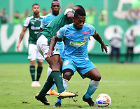PALMIRA - COLOMBIA, 27-10-2018: Carlos Carbonero (Izq) del Deportivo Cali disputa el balón con Pablo Rojas (Der) de Jaguares de Córdoba durante partido por la fecha 17 de la Liga Aguila II 2017 jugado en el estadio Palmaseca de Cali. / Carlos Carbonero (L) player of Deportivo Cali fights for the ball with Pablo Rojas (R) player of Jaguares de Cordoba during match for the date 17 of the Aguila League II 2017 played at Palmaseca stadium in Cali.  Photo: VizzorImage/ Nelson Rios / Cont