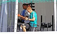 Der angeschlagene Jerome Boateng (Deutschland Germany) trainiert mit Fitness-/Reha-Coach Darcy Norman im Fitnesszelt - 25.05.2018: Training der Deutschen Nationalmannschaft zur WM-Vorbereitung in der Sportzone Rungg in Eppan/Südtirol