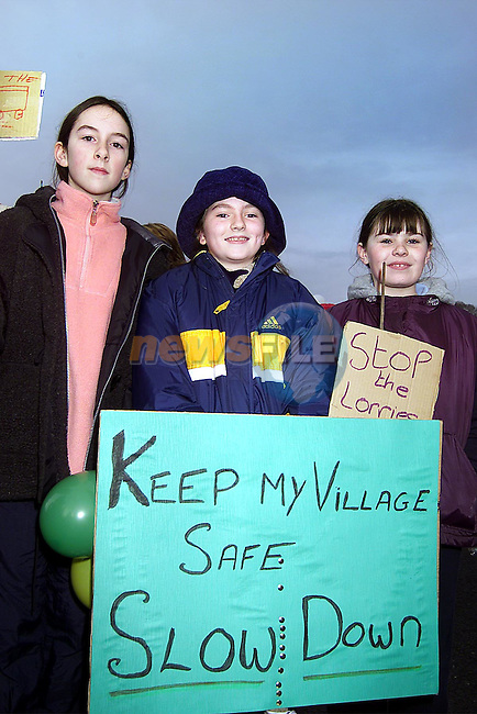 Amy Gallagher, Karen Traynor and Shauna Smith from Slane at the protest on Slane bridge in Co. Meath..Picture: Paul Mohan/Newsfile