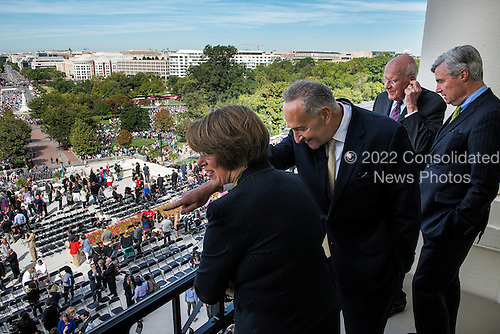 United States Senators from left Amy Klobuchar(D-MN), Charles Schumer(D-NY), Patrick Leahy(D-VT), and Sheldon Whitehouse(D-RI), check out the view from the Speaker's balcony after Pope Francis made a few remarks before departing the Capitol on September, 24, 2015 in Washington, DC.<br /> Credit: Bill O'Leary / Pool via CNP