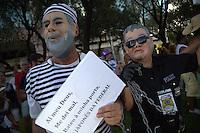 BRASILIA, DF, 07.02.2016 - PACOTAO-CARNAVAL-    Bloco carnavalesco Pacotão, cuja característica é a sátira política, durante desfile na Asa Norte, neste domingo, 07.(Foto:Ed Ferreira / Brazil Photo Press)
