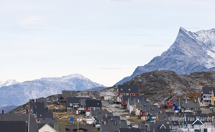 The city of Nuuk. Cape Farewell Youth Expedition 08(©Robert vanWaarden ALL RIGHTS RESERVED)