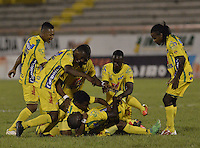NEIVA, COLOMBIA, 28-08-2013 Francisco Cordoba de Atlético Huila celebra un gol durante partido contra Deportes Tolima válido por la séptima fecha de la Liga Postobón II 2013 jugado en el estadio Guillermo Plazas Alceid de la ciudad de Neiva./ Atletico Huila player Francisco Cordoba celebrates a goal during match against Deportes Tolima valid for the 7th date of the Postobon  League II 2013 played at Guillermo Plazas Alcid in Neiva city. VizzorImage/Gabriel Aponte/Str