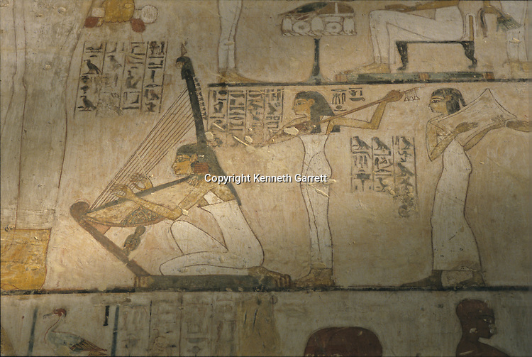 Tomb of Rekhmire; Vizier to Pharaohs; 18th dynasty. Valley of the Nobles; Thebes; Egypt; New Kingdom; wall painting; daily life; Artists create funerary equipment