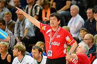 Trainer Velimir Petkovic (FAG) gibt Anweisungen, zeigt nach oben