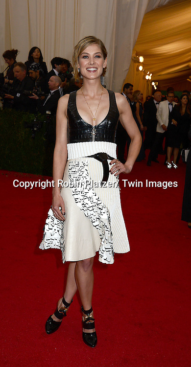 Rosamund Pike attends the Costume Institute Benefit on May 5, 2014 at the Metropolitan Museum of Art in New York City, NY, USA. The gala celebrated the opening of Charles James: Beyond Fashion and the new Anna Wintour Costume Center.