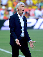 BARRANQUILLA - COLOMBIA -08-10-2015: Jose Pekerman técnico de Colombia gesticula durante el encuentro con Perú válido por la clasificación a la Copa Mundo FIFA 2018 Rusia jugado en el estadio Metropolitano Roberto Melendez en Barranquilla. / Jose Pekerman of Colombia gestures durng match against Peru valid for the 2018 FIFA World Cup Russia Qualifier played at Metropolitan stadium Roberto Melendez in Barranquilla. Photo: VizzorImage / Alfonso Cervantes / Str
