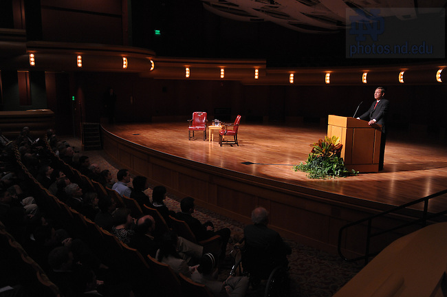 U.S. Supreme Court Chief Justice John Roberts speaks to Law School students and faculty at the DeBartolo Performing Arts Center...Photo by Matt Cashore/University of Notre Dame