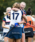 HUIZEN  -   Vera van Schagen (HUI) scoort 1-0  en viert het met Amber Folmer (HUI) , hoofdklasse competitiewedstrijd hockey dames, Huizen-Groningen (1-1)  . COPYRIGHT  KOEN SUYK
