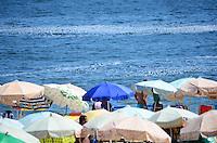 RIO DE JANEIRO, RJ, 20.01.2014 - PRAIA / IPANEMA / FERIADO / RJ- Movimentação de banhistas na praia de ipanema na tarde desta segunda-feira (20), feriado de são Sebastião, com muito sol, calor, espuma no mar e incidência de raios ultra violeta, em ipanema, na zona sul  da cidade do Rio de Janeiro, na  desta . (Foto: Marcelo Fonseca / Brazil Photo Press).