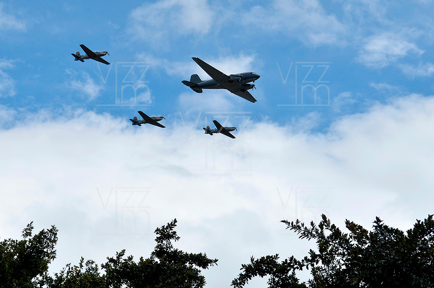 BOGOTÁ - COLOMBIA, 20-07-2018: Aviones de la fuerza aerea Colombiana durante el desfile Militar del 20 de Julio con motivo del 208 Aniversario de la Independencia de Colombia realizado por las calles de la ciudad de Bogotá. / Airplanes of the Colombian air force during July 20th Military Parade on the occasion of the 208th Anniversary Independence of Colombia that took place trough the streets of Bogota city. Photo: VizzorImage / Diego Cuevas / Cont