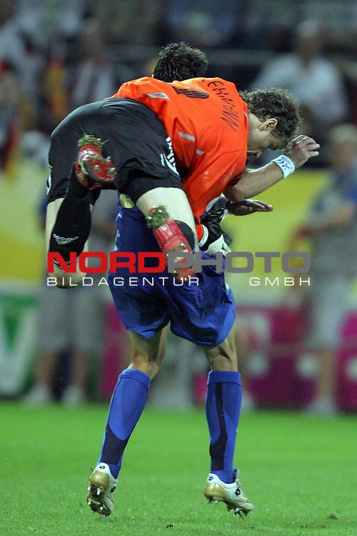 FIFA WM 2006 -  Semi Finals / Halbfinale<br /> Play    #61 (04-Juli) - Deutschland - Italien<br /> <br /> Torwart Jens Lehmann (vorne) von Deutschland gegen Simone Perrotta (hinten) von Italien.<br /> <br /> Foto &copy; nordphoto