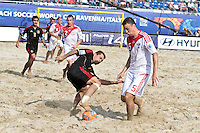 RAVENNA, ITALIA, 08 DE SETEMBRO DE 2011 - COPA DO MUNDO DE BEACH SOCCER - Yuri Krasheninnikov, da Rússia (d), durante de partida contra o México, válida pelas quartas de final da Copa do Mundo de Beach Soccer, no Estádio Del Mare, em Ravenna, Itália, nesta quinta-feira (8). FOTO: VANESSA CARVALHO - NEWS FREE