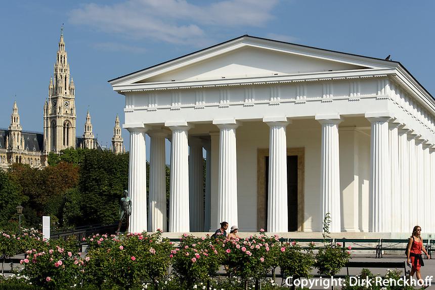 Theseus-Tempel im Volksgartenund Rathaus  in Wien, &Ouml;sterreich, UNESCO-Weltkulturerbe<br /> Theseus-temple in the Volksgartenand townhall, Vienna, Austria, world heritage