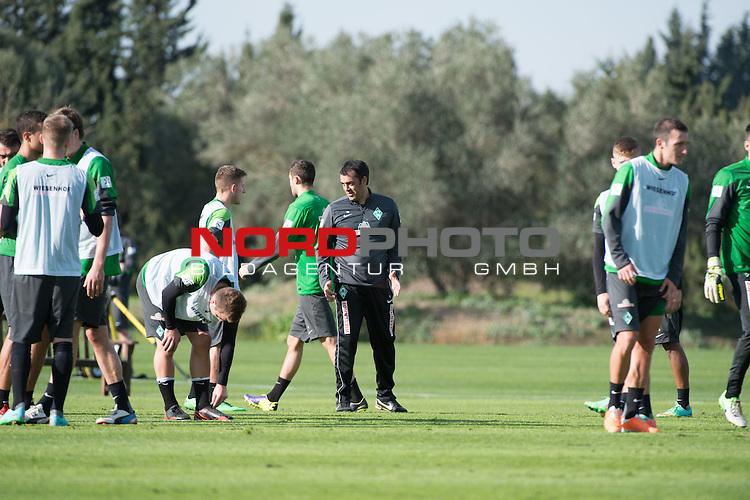 Trainingsgel&auml;nde, Jerez, ESP, 1.FBL, Trainingslager Werder Bremen 2014,  08.01.2014, <br /> Robin Dutt (Trainer Werder Bremen)<br /> Levent Aycicek (Bremen #28)<br /> <br /> <br /> Foto &copy; nordphoto/ Kokenge
