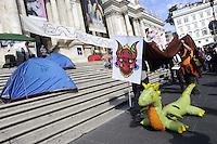 Roma 14 Ottobre 2011.Indignati presidiano e si accampano in via Nazionale nei pressi di palazzo Koch sede di Bankitalia..