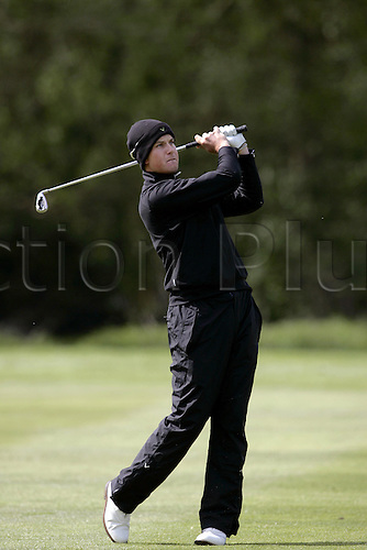13 May 2005: Swedish golfer Henrik Stenson looks into the distance after playing an iron from the fairway during the second round of the The Daily Telegraph Dunlop Masters played at the Forest of Arden, Warwickshire. Photo: Neil Tingle/Actionplus..050513 golf golfer player