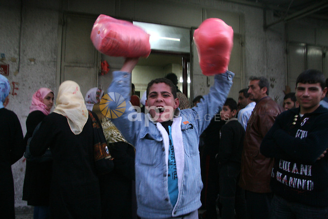 Palestinians line up to buy bread from a bakery in the central Gaza City, 22 December 2008. Israel has come under international criticism for keeping the Gaza crossings closed since 05 November. The United Nations Relief and Works Agency for Palestine Refugees in the Near East (UNRWA) halted the distribution of food for a total of 750,000 refugees after the closure of the crossings and the lack of wheat flour in Gaza. APAIMAGES PHOTO / ASHRAF AMRA