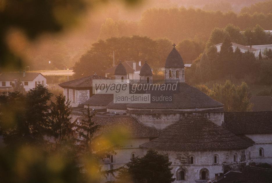 Europe/France/Midi-Pyrénées/46/Lot/Vallée de la Dordogne/Souillac: Coupole de l'ancienne église-abbatiale au soleil couchant