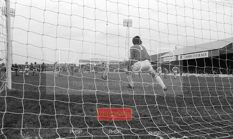 26/04/80 Reading v Blackpool  League Divsion 3.....© Phill Heywood.