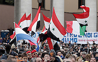Bandiere della Siria in Piazza San Pietro in occasione del primo Angelus di Papa Francesco dalla finestra del suo studio, Citta' del Vaticano, 17 marzo 2013..Syrian flags are seen in St. Peter's square in occasion of the Pope Francis' first Sunday Angelus prayer from hisl studio window at the Vatican, 17 March 2013..UPDATE IMAGES PRESS/Riccardo De Luca -STRICTLY FOR EDITORIAL USE ONLY-