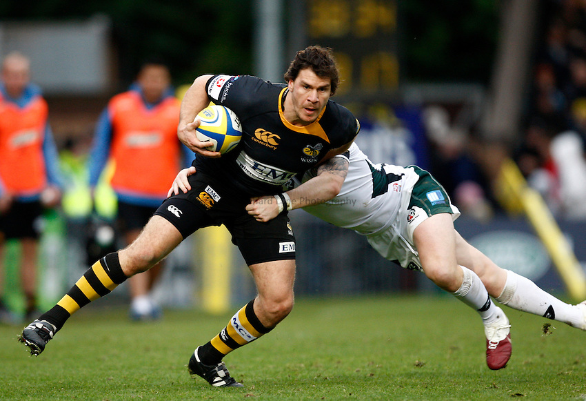 Photo: Richard Lane/Richard Lane Photography.London Wasps v London Irish. Aviva Premiership. 21/11/2010. Wasps' Ben Jacobs breaks from the tackle by Irish's Ryan Lamb.