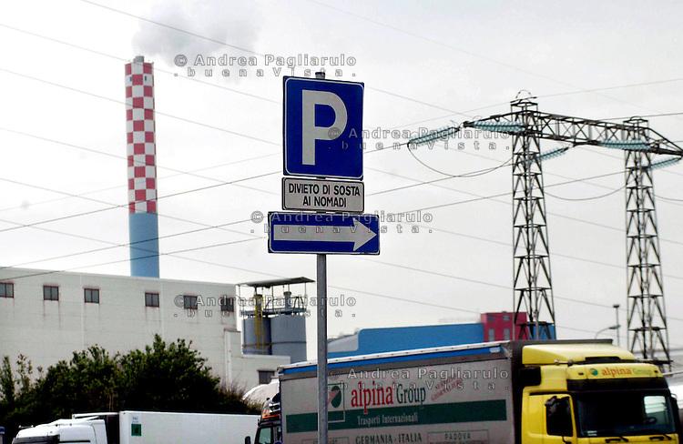 Italia, Trezzo sull'Adda (BG), 2004..Area parcheggio..Italy, Trezzo sull'Adda (BG), 2004..Parking area..© Andrea Pagliarulo