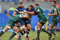 Jack Wilson of Bath Rugby takes on the London Irish defence. Aviva Premiership match, between London Irish and Bath Rugby on November 19, 2017 at the Madejski Stadium in Reading, England. Photo by: Patrick Khachfe / Onside Images