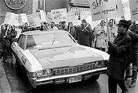Fonctionnaires  en greve, novembre 1968.<br /> <br /> Photographe : Photo Moderne