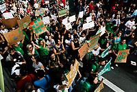 SÃO PAULO, SP, 15.05.2019: PROTESTO-SP - Protesto de estudantes e professores contra os cortes na educação feitos pelo governo federal na avenida Paulista em São Paulo, nesta quarta-feira, 15 de maio de 2019. (Foto: Carla Carniel/Código19)