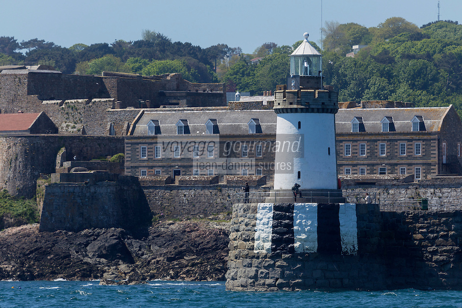Royaume-Uni, îles Anglo-Normandes, île de Guernesey, Saint Peter Port, Castle Cornet et le phare // United Kingdom, Channel Islands, Guernsey island, Saint Peter Port, Castle Cornet and the lighthouse