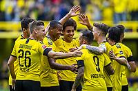 Fuflball: 1. Bundesliga, Saison 2019/2020, 1. Spieltag, Borussia Dortmund - FC Augsburg am 17.08.2019 im Signal Iduna Park in Dortmund (Nordrhein-Westfalen). Die Dortmunder Spieler jubeln nach dem Tor zum 3:1 von Paco Alcacer. DFL REGULATIONS PROHIBIT ANY USE OF PHOTOGRAPHS AS IMAGE SEQUENCES AND/OR QUASI-VIDEO. *** Football 1 Bundesliga, Season 2019 2020, 1 Matchday, Borussia Dortmund FC Augsburg on 17 08 2019 at Signal Iduna Park in Dortmund North Rhine-Westphalia The Dortmund players cheer after the goal to 3 1 of Paco Alcacer DFL REGULATIONS PROHIBIT ANY USE OF PHOTOGRAPHS AS IMAGE SEQUENCES AND OR QUASI VIDEO Copyright: xKirchner/DavidxInderliedx  <br /> Bundesliga<br /> Foto Imago/Insidefoto <br /> ITALY ONLY