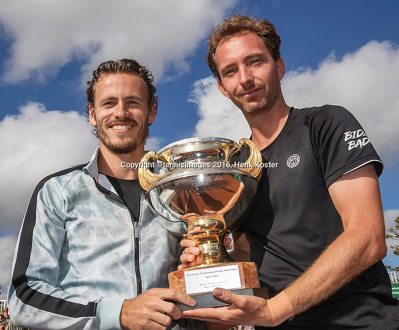 The Hague, Netherlands, 31 July, 2016, Tennis,  The Hague Open, Doubles Final: Winners  Matwe Middelkoop (NED) / Wesley Koolhof (NED) (L) with the trophy after winning the titel<br /> Photo: Henk Koster/tennisimages.com
