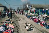 Trödelmarkt in Congaz, in Gagausien, südlich der Hauptsatdt Comrat, Gagausien ist eine autonomes Gebiet innerhalb der Republik Moldau, die Republik Moldau ist eines der ärmsten Länder Europas / Second hand market at Congaz