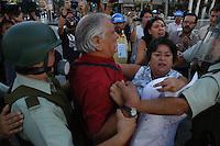 SANTIAGO, CHILE 15 de março de 2012 - Estudantes universitários e secundários, realizaram um protesto contra o ministro da Educação, o cancelamento da taxa de matrícula para os alunos que participaram nas manifestações do ano passado. Paul Vera Lisperguer / Brasil Press Photo.
