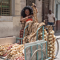 Selling garlic and onions on the street, Centro Habana