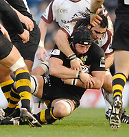 Wycombe. GREAT BRITAIN, Tigers, Luke ABRAHAMS, tackles George SKIVINGTON, during the, Guinness Premiership game between, London Wasps and Leicester Tigers on 25/11/2006, played at the Adam Park, ENGLAND. Photo, Peter Spurrier/Intersport-images]
