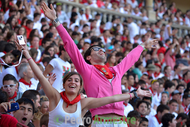 People attend the second bull run of the San Fermín Festival in Pamplona, northern Spain, on July 8, 2013. © PEDRO ARMESTRE