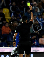 BOGOTÁ-COLOMBIA, 15–02-2020: Eder Vergara, árbitro muestra tarjeta amarilla a Hanzel Zapata de Millonarios durante partido entre Millonarios y Boyacá Chicó F.C. de la fecha 5 por la Liga BetPlay DIMAYOR 2020 jugado en el estadio Nemesio Camacho El Campín de la ciudad de Bogotá. / Eder Vergara, referee shows yellow card to Hanzel Zapata of Millionarios during a match between Millonarios and Boyaca Chico F.C. of the 5th date for the BetPlay DIMAYOR Leguaje I 2020 played at the Nemesio Camacho El Campin Stadium in Bogota city. / Photo: VizzorImage / Luis Ramírez / Staff.