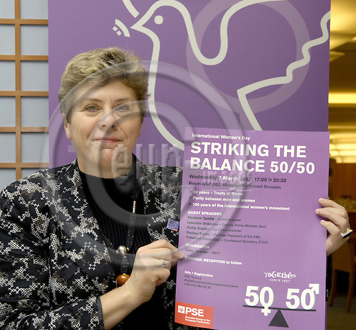 Brussels-Belgium - 06 March 2007---MEP Lissy GRÖNER (Groener, Groner) (PSE/DE, SPD) from Neustadt-Aisch/Germany, member of the Socialist Group in the European Parliament and i.a. member of the Committees on Culture and Education as well as on Women's Rights and Gender Equality, during a press briefing in the EP---Photo: Horst Wagner/eup-images