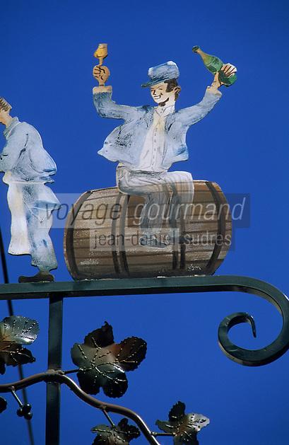Europe/France/Champagne-Ardenne/51/Marne/Parc Naturel Régional de la Montagne de Reims/Verzenay: Enseigne maison de champagne J-P Morel