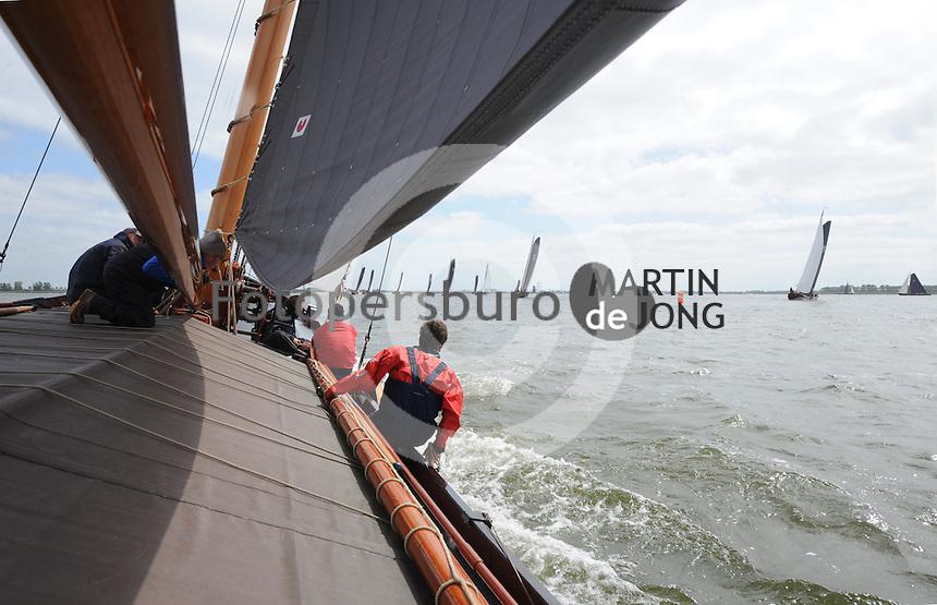 ZEILEN: LEMMER: 15-05-2015, Skûtsjesilen trainig Gerben van Manen, ©foto Martin de Jong