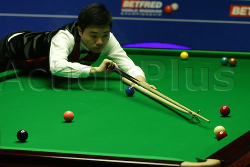 26.04.2016: Sheffield, Yorkshire, UK.  Ding Junhui in action against Mark Williams in the first session best of 25 frames quarter-finals at the 2016 World Snooker Championships in Sheffield.