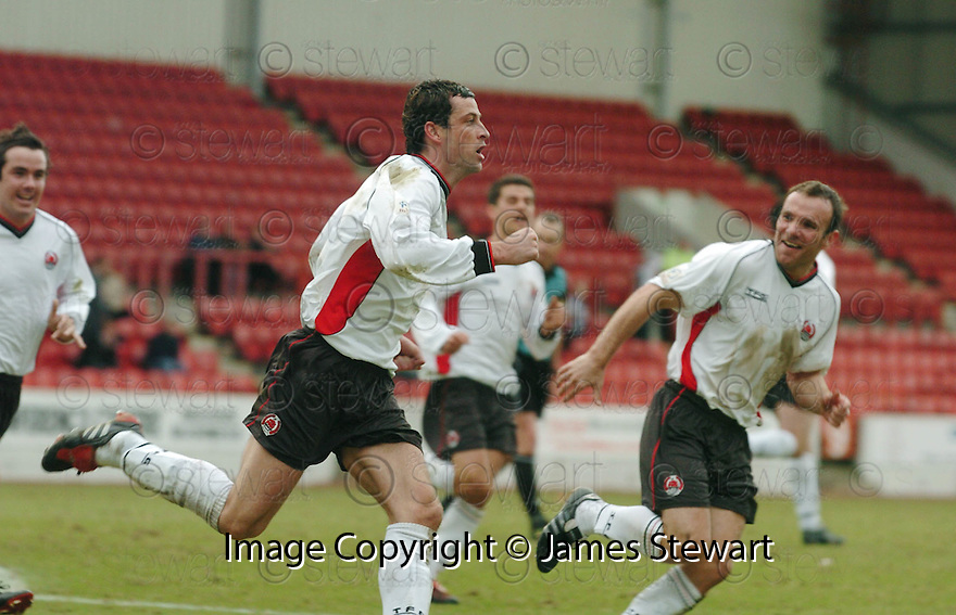 20040327     Copyright Pic : James Stewart.File Name : jspa09_clyde_v_stmirren..JACK ROSS CELEBRATES SCORING CLYDE'S LATE EQUALISER.....James Stewart Photo Agency 19 Carronlea Drive, Falkirk. FK2 8DN      Vat Reg No. 607 6932 25.Office     : +44 (0)1324 570906     .Mobile  : +44 (0)7721 416997.Fax         :  +44 (0)1324 570906.E-mail  :  jim@jspa.co.uk.If you require further information then contact Jim Stewart on any of the numbers above.........