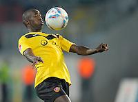 Fussball, 2. Bundesliga, Saison 2011/12, SG Dynamo Dresden - Eintracht Frankfurt, Montag (26.09.11), gluecksgas Stadion, Dresden. Dresdens Cheikh Gueye am Ball.